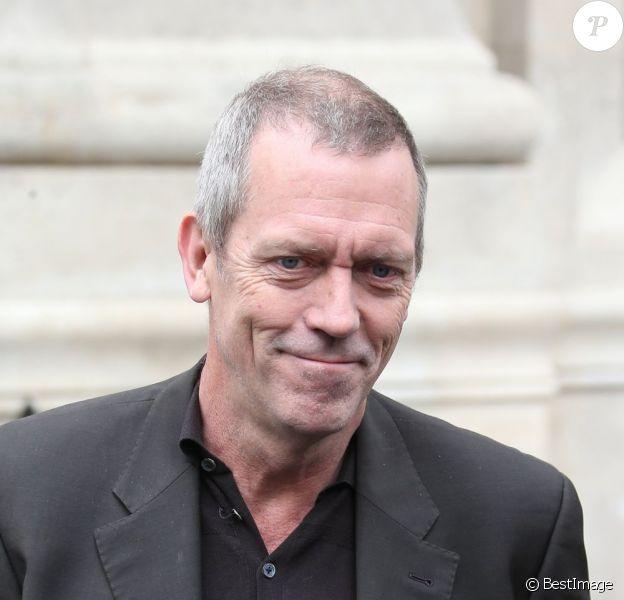 Exclu - Hugh Laurie arrive à la gare du Nord et se rend à son hôtel à Paris, le 29 avril 2013.