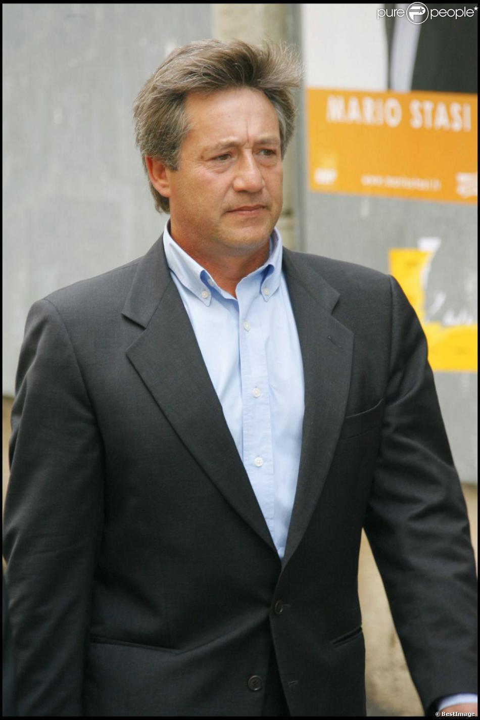 Patrick Sabatier aux obsèques de Jean-Claude Brialy le 4 juin 2007 à Paris.