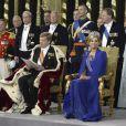 Le roi Willem-Alexander des Pays-Bas et la princesse Maxima au cours de la prestation de serment, le 30 avril 2013 à la Nouvelle Eglise (Nieuwe Kerk) d'Amsterdam.