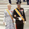 La princesse Mette-Marit et le prince Haakon de Norvège à leur arrivée pour la prestation de serment du roi Willem-Alexander des Pays-Bas, le 30 avril 2013 à la Nouvelle Eglise (Nieuwe Kerk) d'Amsterdam.