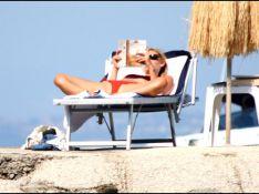 PHOTOS EXCLUSIVES : Claire Danes sur la plage, une façon de bronzer très... olé olé !