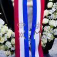Le roi Willem-Alexander et la reine Maxima des Pays-Bas déposent une couronne de fleurs de le Monument national à Amsterdam en souvenir des victimes de la Seconde Guerre mondiale, le 4 mai 2013.