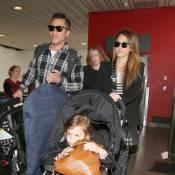 Jessica Alba s'envole avec mari et fillettes pour la Grosse Pomme...