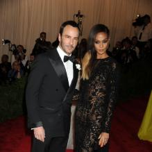 "Tom Ford et Joan Smalls au Metropolitan Museum of Art pour le gala annuel du Costume Institute orchestré par la rédactrice en chef du magazine Vogue US et directrice artistique du groupe Condé Nast Anna Wintour. La soirée avait pour thème ""Chaos to couture exhibition"". A New York, le 6 mai 2013. <br /><br /><br />"