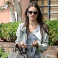 Alessandra Ambrosio, toujours stylée, emmène sa fille Anja chez le medecin à Santa Monica, le 6 mai 2013