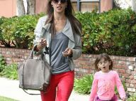 Alessandra Ambrosio : Maman poule pour sa petite fille malade