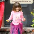 La petite Anja sort de chez le médecin à Santa Monica, le 6 mai 2013 accompagnée de sa maman Alessandra Ambrosio