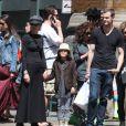 Meg Ryan et ses enfants Jack Quaid et Daisy True dans les rues de New York, le 12 mai 2013.