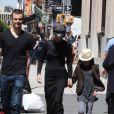Meg Ryan et ses enfants Jack Quaid et Daisy True dans les rues de Soho à New York, le 12 mai 2013.