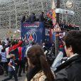 Les joueurs du PSG quittent le Parc des Princespour fêter le titre de Champion de France au Trocadero à Paris le 13 mai 2013.