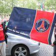 Les supporters du PSG fêtent leur victoire en Ligue 1 sur les Champs-Elysées le 13 mai 2013.