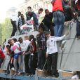 Manifestation de supporters du PSG sur les Champs-Elysées le 13 mai 2013. A cause de débordements, la fête prévue pour célébrer le titre en Ligue 1 a été annulée.