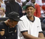 Will Smith et son fils Jaden lors du match entre Miami Heat et les Chicago Bulls à l'American Airlines Arena de Miami, le 15 mai 2013.