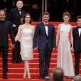 Frédéric Pierrot, Géraldine Pailhas, François Ozon, Marine Vacth et Fantin Ravat main dans la main pour la montée des marches de Jeune Et Jolie, premier film en compétition, au Palais des Festivals de Cannes, le 16 mai 2013.