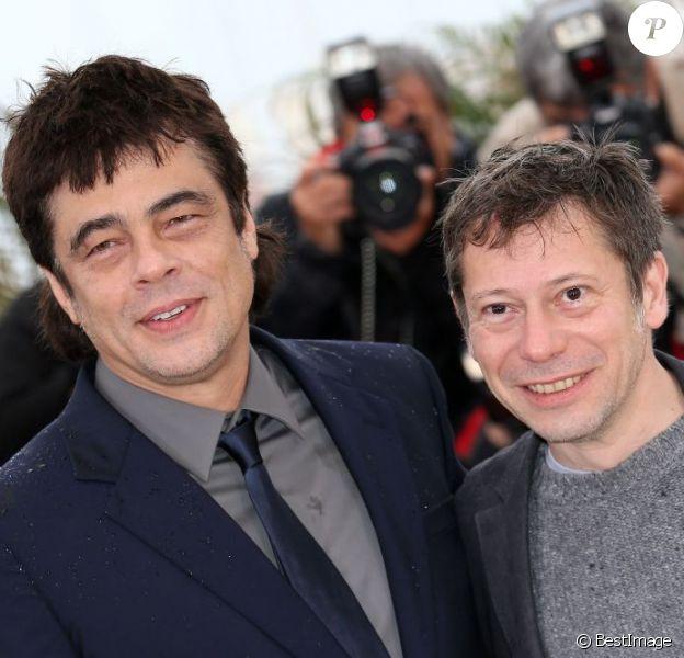 Benicio Del Toro et Mathieu Amalric posent au photocall du film Jimmy P. lors du 66e festival du film de Cannes le 18 mai 2013.