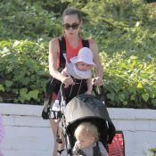 Jacqui Ainsley : La fiancée de Guy Ritchie relax mais busy avec leurs bambins