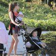 Exclusif - Jacqui Ainsley, la fiancée de Guy Ritchie, avec les enfant du couple Rafael et la petite dernière, à Beverly Hills, le 20 mai 2013.