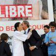 Ingrid Betancourt embrasse Bertrand Delanoë