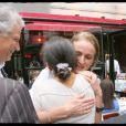 Ingrid Betancourt embrasse la femme de Dominique de Villepin
