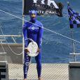 Le prince Albert de Monaco et son épouse Charlene ont assisté ce vendredi 24 mai 2013 à la descente en apnée de Pierre Frolla, parti chercher le drapeau à damier du Grand Prix de Monaco. Signés par les pilotes de F1, celui-ci sera vendu aux enchères au profit d'une association, Aequalia.