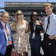 Pierre Casiraghi et Beatrice Borromeo ont discuté avec Jacky Ickx et sa femme Khadja Nin dans les paddocks du Grand Prix de F1 de Monaco le 26 mai 2013, avant la course
