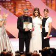"""Uma Thurman, Léa Seydoux, Abdellatif Kechiche (Palme d'Or pour """"La vie d'Adèle"""") et Adèle Exarchopoulos lors de la clôture du Festival de Cannes"""