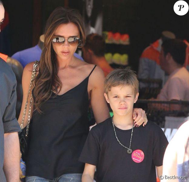 Victoria Beckham et son fils Romeo lors d'une séance séance shopping à The Grove, le 27 mai 2013