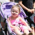 La petit Harper Beckham à The Grove avec sa maman Victoria et ses frères Romeo et Cruz, le 27 mai 2013