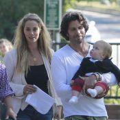 Elizabeth Berkley et Greg Lauren : Promenade en amoureux avec leur adorable Sky
