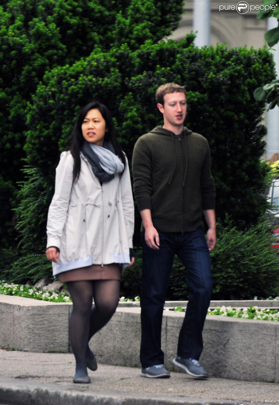 Mark Zuckerberg et son épouse, Priscilla Chan, se promènent dans les rues de Budapest en Hongrie, le 28 mai 2013.