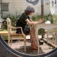 Milla Jovovich, observée pendant sa prestation artistique pour Tara Subkoff et son oeuvre Future/Perfect dans les jardins du Palazzo Malipiero. Venise, le 28 mai 2013.