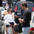 Kourtney Kardashian, son conjoint Scott Disick et leur fils Mason à Malibu, le 29 mai 2013.