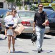 Kourtney Kardashian, son conjoint Scott Disick et leur fils Mason profitent d'une belle après-midi au Malibu Country Mart. Malibu, le 29 mai 2013.