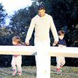 Exclusif - Ricky Martin et ses jumeaux Matteo et Valentino dans un parc à Sydney en Australie le 18 mai 2013.