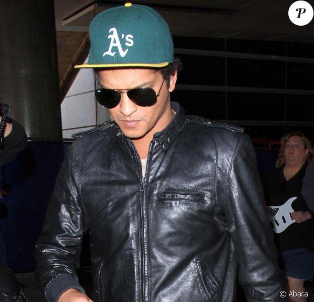 Bruno Mars à l'aéroport LAX de Los Angeles, le 31 mai 2013.