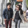 Bruno Mars et sa petite amie Jessica Caban dans les rues de Los Angeles, le 18 mars 2013.