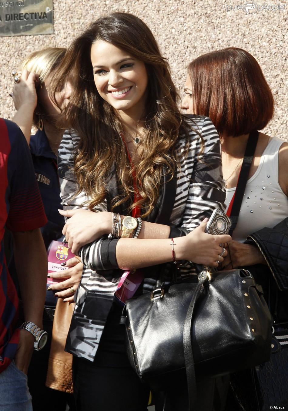 Bruna Marquezine, la compagne du footballeur Neymar, à Barcelone le 3 juin 2013 pour la présentation du joueur aux supporters du FC Barcelone.