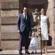 La princesse Victoria, le prince Daniel et leur fille de 15 mois la princesse Estelle de Suède inauguraient le 6 juin 2013 à 10 heures la traditionnelle journée portes ouvertes du palais royal à Stockholm, à l'occasion de la Fête nationale 2013.