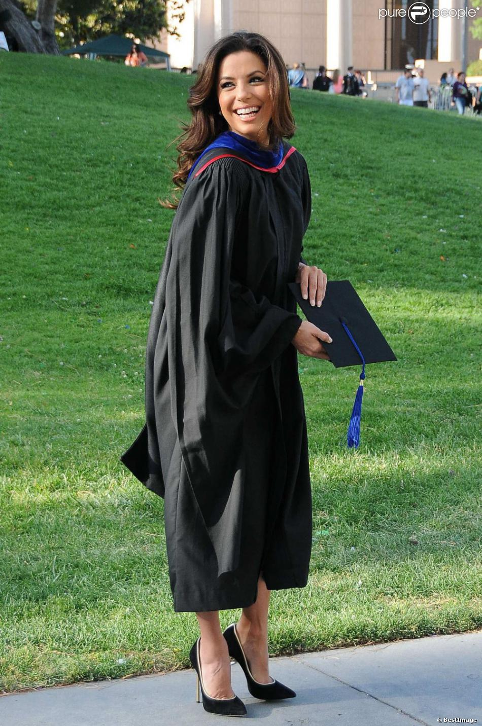Eva Longoria diplômée d'un Masters Degree à la State University of Northridge à Chicago, le 22 mai 2013