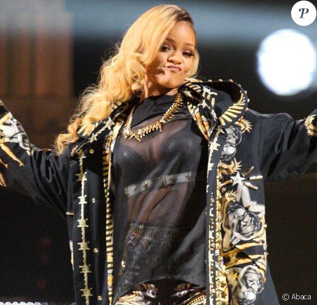 Rihanna en Givenchy par Riccardo Tisci lors de son concert à la MEO Arena. Lisbonne, le 28 mai 2013.