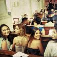 La jolie Alexandra Rosenfeld a posté une photo durant le mariage de Rachel Legrain Trapani, à l'église : On retrouve Alexandra, Chloé Mortaud et Valérie Bègue - Twitter et Instagram d'Alexandra Rosenfeld