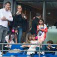 Le producteur Yves Mayet et Laeticia Hallyday, accompagnée de ses filles Joy et Jade. On peut également voir Giulia (fille de Anne Marcassus) lors du concert de Rihanna au Stade de France. Pas moins de 80 000 personnes ont assisté à ce concert exceptionnel à Paris, le 8 juin 2013