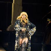 Rihanna : Divine et sexy en concert devant Laeticia Hallyday et ses filles