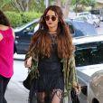 A copier : l'allure bohème de Vanessa Hudgens avec ses lunettes de soleil rondes style hippie
