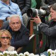 Dominique Strauss-Kahn et Myriam L'Aouffir dans les tribunes du tournoi de Roland-Garros 2013 pour la finale opposant Rafael Nadal à David Ferrer, à Paris le 9 juin 2013.