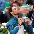 Rafael Nadal remporte son septième titre à Roland-Garros, à Paris le 9 juin 2013.