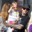 Carey Hart et Willow s'amusent en famille à Venice Beach, le 9 Juin 2013.