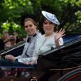 Les princesses Beatrice et Eugenie d'York le 15 juin 2013 lors de la procession de la famille royale à l'occasion de la parade Trooping the Colour, à la gloire des forces armées et de l'anniversaire de la souveraine, Elizabeth II.