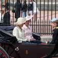 Kate Middleton, enceinte, et Camilla Parker Bowles partageant une calèche avec le prince Harry le 15 juin 2013, lors de la procession de la famille royale à l'occasion de la parade Trooping the Colour, à la gloire des forces armées et de l'anniversaire de la souveraine, Elizabeth II.