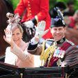 La comtesse Sophie de Wessex et son époux le prince Edward le 15 juin 2013, lors de la procession de la famille royale à l'occasion de la parade Trooping the Colour, à la gloire des forces armées et de l'anniversaire de la souveraine, Elizabeth II.